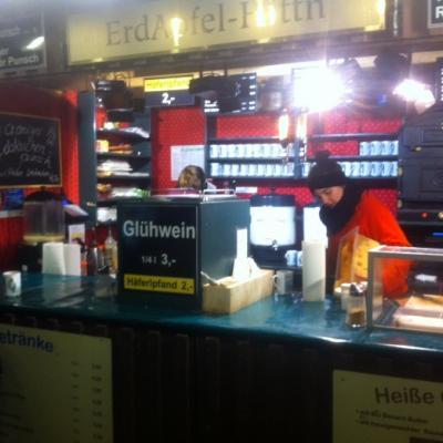 Arbeiten am Christkindlmarkt am Grazer Hauptplatz - thumb