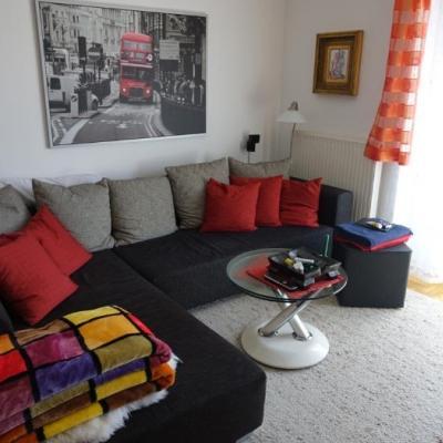 Couch mit Bettfunktion und Couchtisch aus Glas - thumb