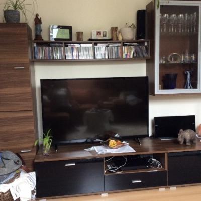 Wohnzimmerschrank, Kommode beides € 260;— - thumb