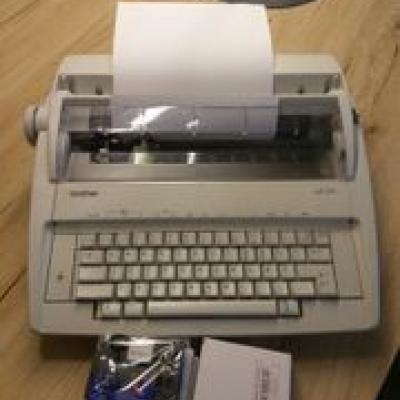 brother elektronische Schreibmaschine - thumb