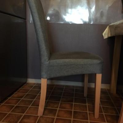 Zwei Stühle/ XXXLutz - thumb