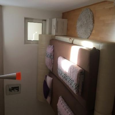 Schlafzimmer Bett und Schrank - thumb
