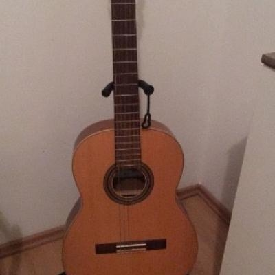 Neuwertige Gitarre - thumb