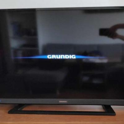 Flachbild TV Grundig mit Fernbedienung - thumb