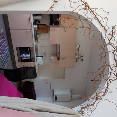 Ruhiges, helles Zimmer zum Hinterhof in Top-Lage nahe Lugner-City! - thumb