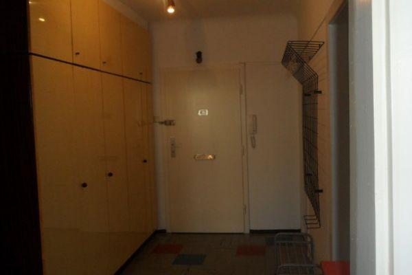 Biete private 60 m2 Wohnung für 3 Jahre mit Verlän