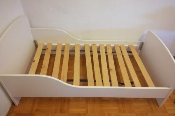 Kinderbett mit Latte