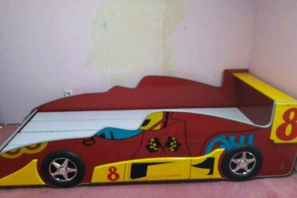 Kinderbett Rennauto plus Schrank