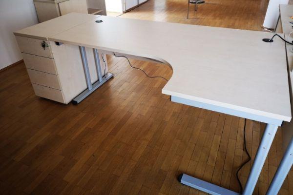 Schreibtisch mit/ohne Rollcontainer