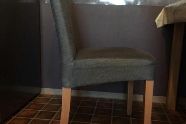 Zwei Stühle/ XXXLutz