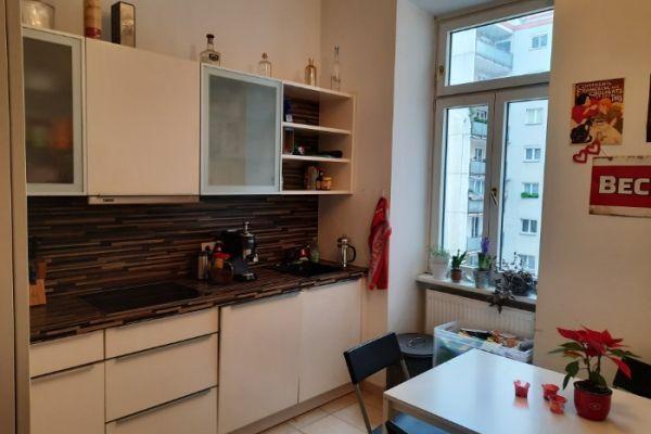 25m2 Zimmer in schöner Altbauwohnung ab 15.1.