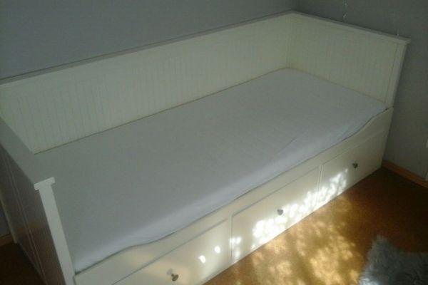 Bett mit Matratzen ausziehbar Doppelbett.