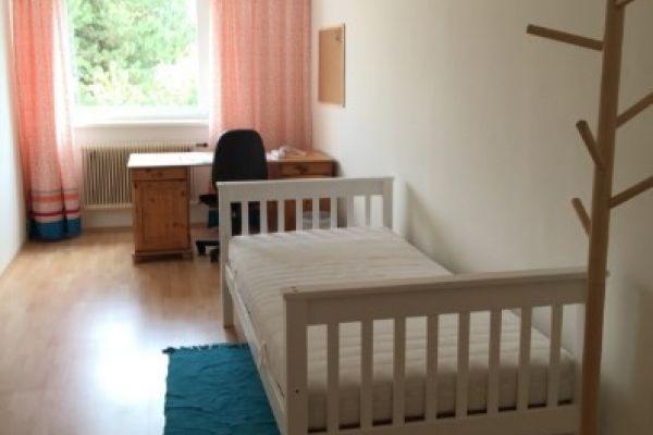 schönes, helles, möbliertes Einzelzimmer in 3er WG