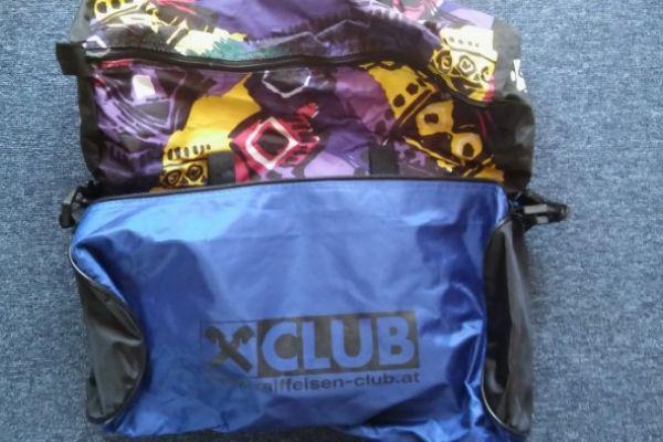 Mehrere Sporttaschen