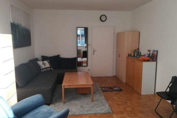 großes Zimmer in 4er-WG/Merangasse - Graz