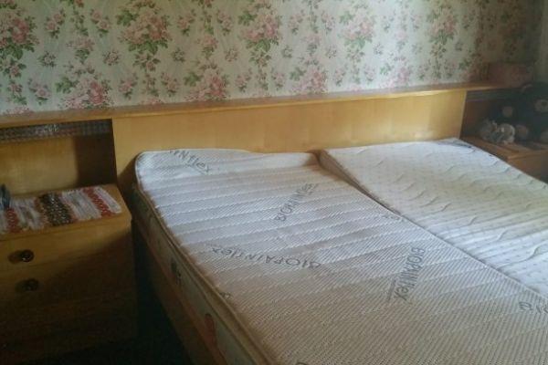 Schlafzimmereinrichtung zu verschenken