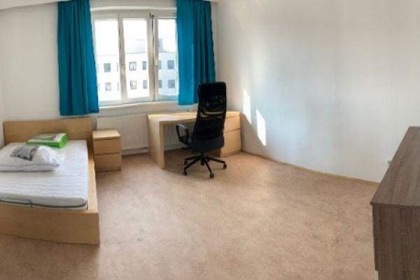 Schönes Zimmer in 3er Wg am Bahnhofplatz