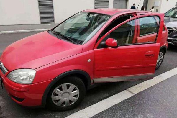 Opel Corsa C Eibner Edition - € 1000,--