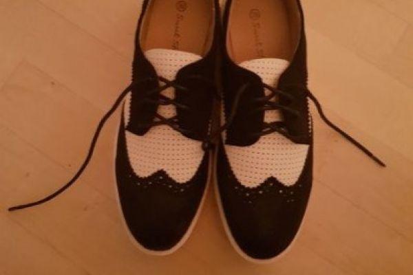 Neue Schuhe, schwarz - weiße Schuhe, Gr. 39