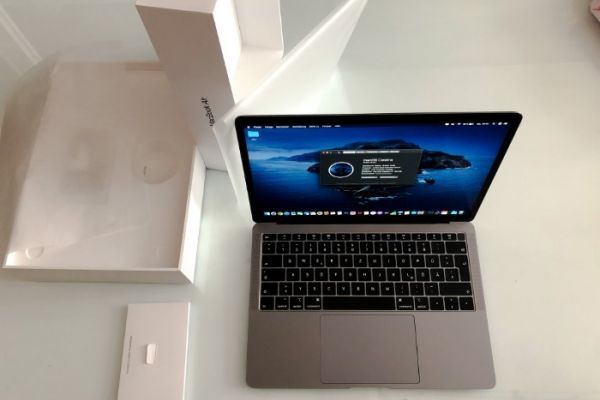 MacBook Air 2019 Retina 256GB 13 LADEZYKLEN WIENEU