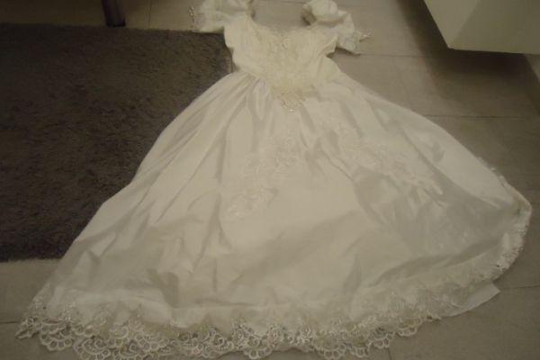 Brautkleid mit Puffärmel und Reifenrock, weiß, Gr