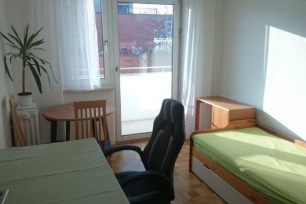 Neue Technik: Zimmer mit Balkon in 2er WG