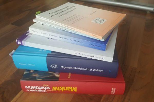 Diverse Fachbücher BWL/VWL