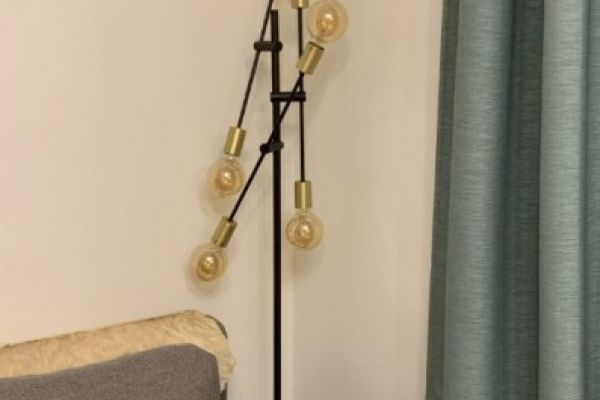 Stehlampe 135 €