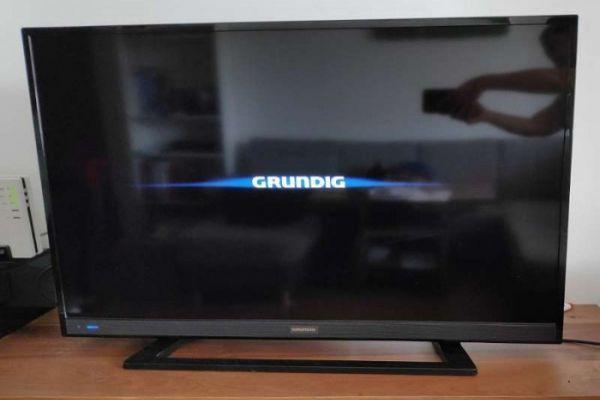 Flachbild TV Grundig mit Fernbedienung