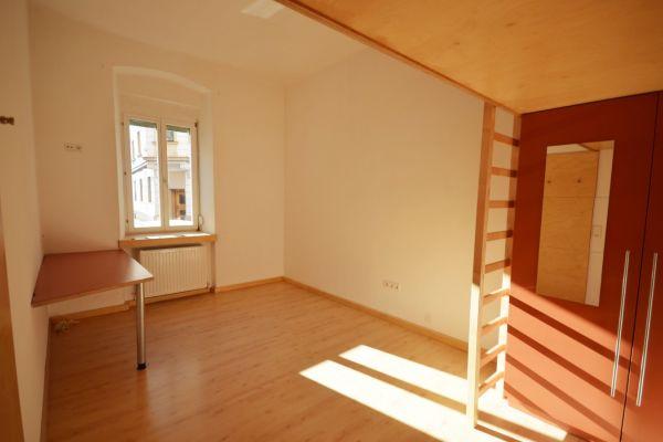 4 Zimmer in renovierter 4er WG Uni/Klinik Nähe