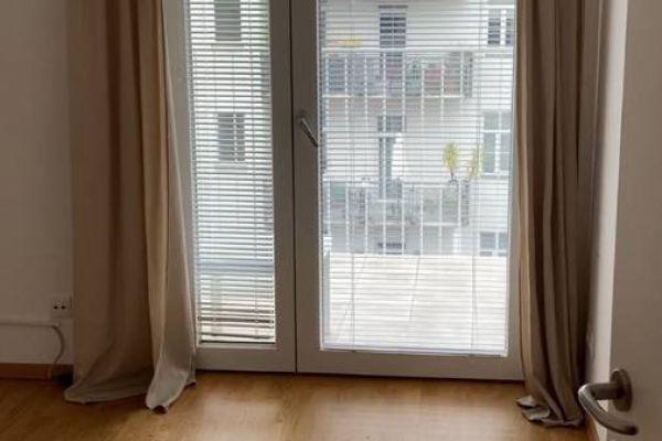 Schönes 15m2 Zimmer mit großem, eigenem Balkon im 5. Bezrik