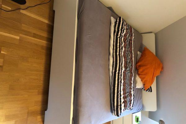 Bett, Lattenrost und Matratze