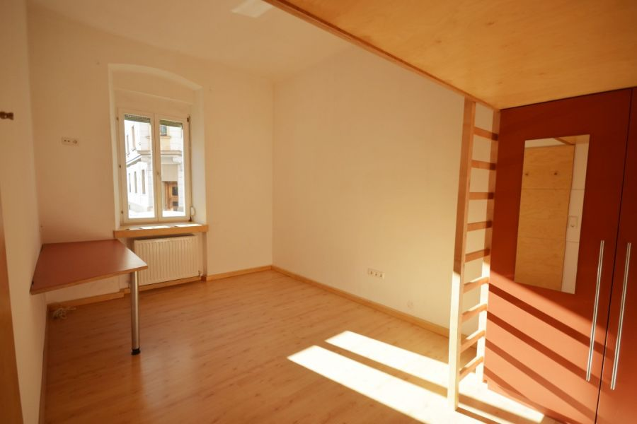 4 Zimmer in renovierter 4er WG Uni/Klinik Nähe - Bild 1